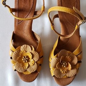 Authentic Naya Wanita, Yellow Leather Sandals